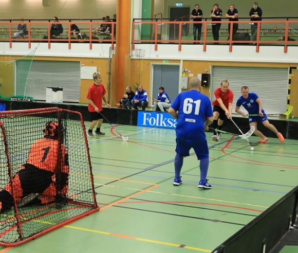 Kungsängen Knights i blått mötte HF Klinten i en av sina matcher.