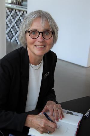 Ingela Johansson Ohrstedt, arkitekt och författare, bor i Rättarboda.