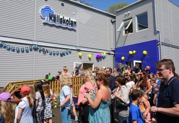 Sommarvärme och glädje präglade Nya Källskolans invigning.