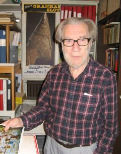 Börje Sandén har dedikerat en stor del av sitt liv till att undervisa och forska. Hans föredrag och böcker om Upplands-Bro i historien är mycket uppskattade.