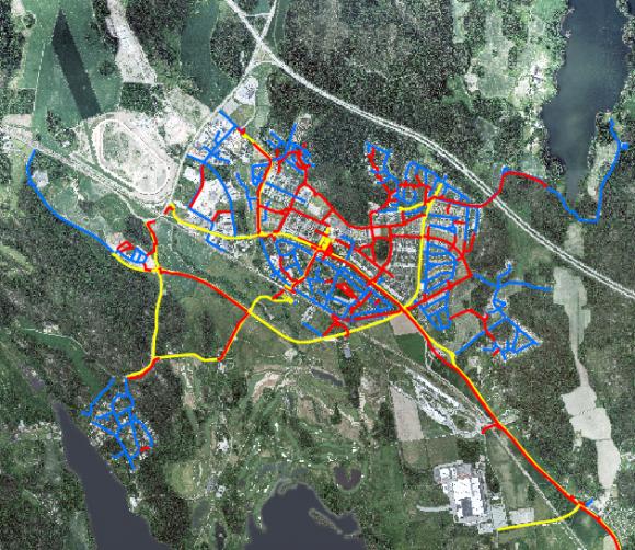 Skärmdump från kommunens hemsida.<br />Bro tätort. De vägar och gång- och cykelvägar där kommunen har ansvar för snöröjningen är färgmarkerade. Se översta kartan för färgkodernas innebörd.