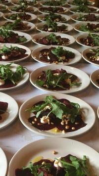 Ett julbord för två eller en dopfest för 85 personer - oavsett vilket ditt cateringuppdrag är har Åmans Kök något som passar.