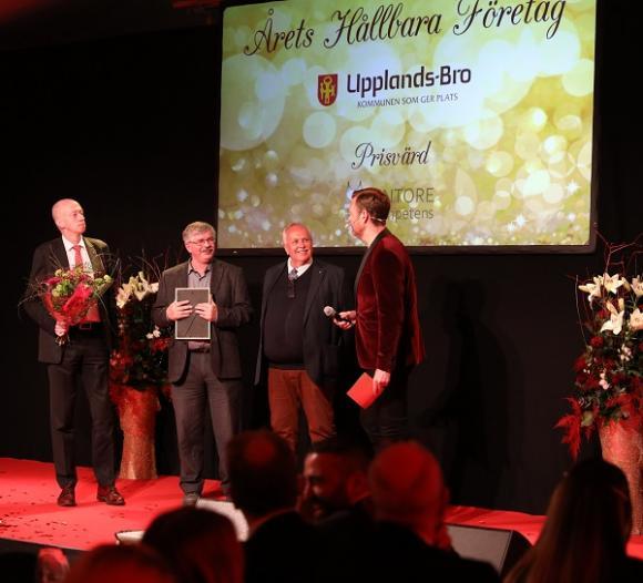 Priset Årets Hållbara Företag är instiftat av Upplands-Bro kommun. Prisutdelare var kommunalråden Martin Normark samt Jan Stefanson samt Rolf Dickson Könberg från Galasponsorn Kintore Kompetens.