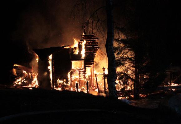 Vi fick ett läsartips om branden på Vickbergahöjden, april 2013.