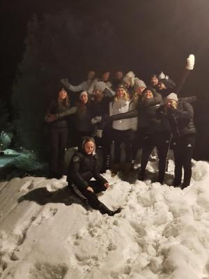 Flyg till Luleå, buss vidare till Piteå, massor med minusgrader och snö - SMslutspel omgång tre blev en vintrig upplevelse för Kungsängens tjejer.