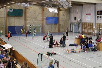 KSKs F07 var ett av 16 flickor 07-lag anmälda till Minileken som avgörs i helgen. Lagen spelar på halvplaner i Ekhammarhallen.