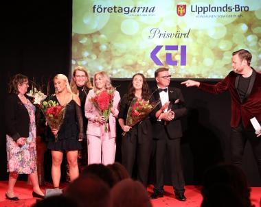 Årets UF-företag, Ung Företagsamhet:Firefighter UF grundades och drivs av gymnasieeleverna Elin Törnblom, Ebba Lindgren samt Emma Lindberg. Prisutdelare varBirgitta Dickson, Företagarna Upplands-Bro och Håbo, delade ut pris tillsammans med Stefan Elf från galasponsorn KTI.
