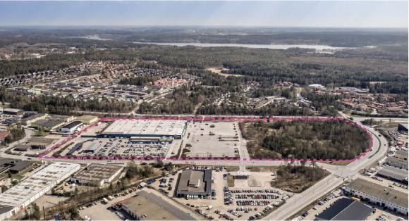 Flygbild över Viby. Det planlagda området är cirka 14 hektar stort och föreslås inrymma bland annat drygt 800 bostäder i blandad bebyggelse. En grundskola, en förskola och livsmedelsbutik finns också med i detaljplanen.