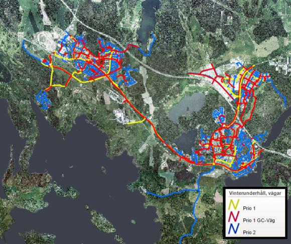 Skärmdump från kommunens hemsida.<br />Vägar och gång- och cykelvägar som snöröjs av kommunens entreprenör är färgmarkerade.