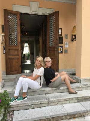 Malin Mattsson (till vänster i bild) är nybliven ägare av Thoresta herrgård. Verksamheten drivs av VD Pernilla Rehnberg (till höger i bild).