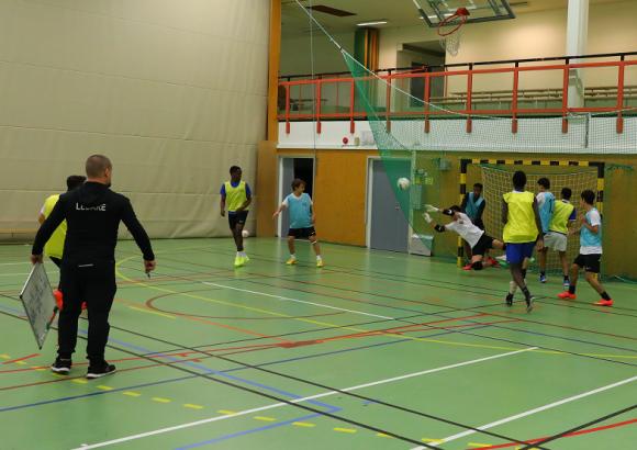 Upplands-Bro United FK tränar i Sporthallen i Kungsängen. Praktiskt när man växer!