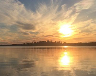 Solnedgång över Mälaren avnjuten från Ådö. Smidö i blickfånget.