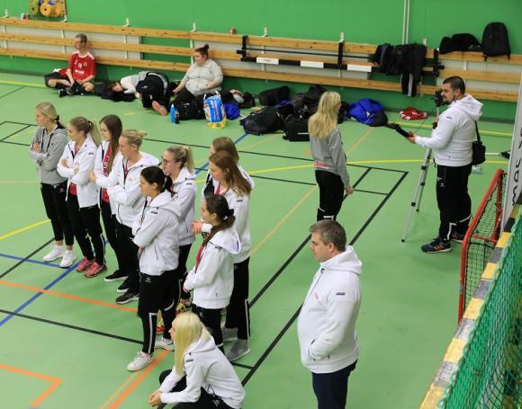 Malmös SSL-damer kom precis lagom i tid för att titta på FIFH Malmös match mot IF Pluss. Om det var det extra publikstödets förtjänst eller inte ska vi låta vara osagt, men FIFH Malmö vann med 4-0.