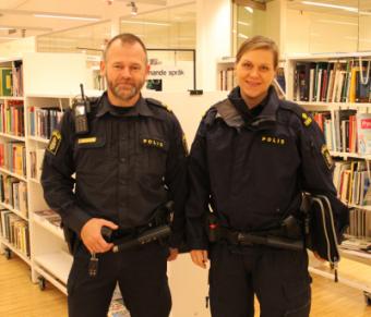 Magnus Nilsson och Frida Törnvall är kommunpoliser i Järfälla och Upplands-Bro. Just nu kan du möta dem i medborgardialoger på lite olika platser i kommunen.