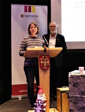 Karina Tomtlund belönas med ett stipendium för sitt engagemang i höstmarknaden i Säbyholm. Den mångåriga traditionen hade legat i träda i ett flertal år när Karina hösten 2017 bestämde sig för att väcka liv i den igen.
