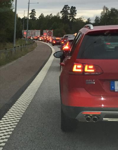 Vid 19-tiden på fredagen såg det ut så här på E18 i riktning mot Enköping.