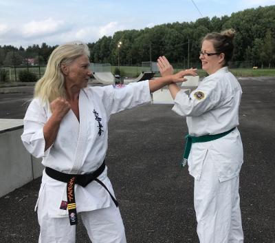 Nina har tränat karate i över 20 år medan My startade sin egen karatekarriär relativt sent, för 8 år sedan.