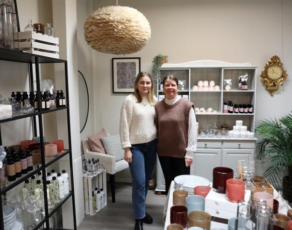 I butiken, som ligger på Skolvägen 33, säljs skönhetsprodukter från det egna märket Cosmopharma samt en del inredningsartiklar.