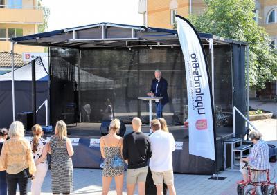 Fredrik Kjos är kommunstyrelsens ordförande i Upplands-Bro.