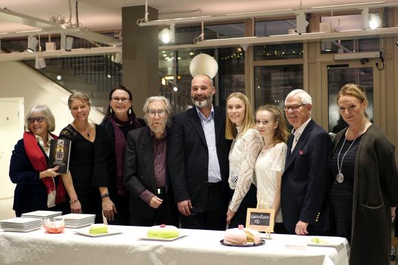 2017 års Kultur- och miljöstipendiater: (från vänster) Irène Seth, Eva Mering, Helena N Åkerlund, Börje Sandén, Emil Spanos, Victoria Zetterström, Alice Power, Alvar Nilsson och stipendiekommitténs ordförande Linda Pettersson (S).