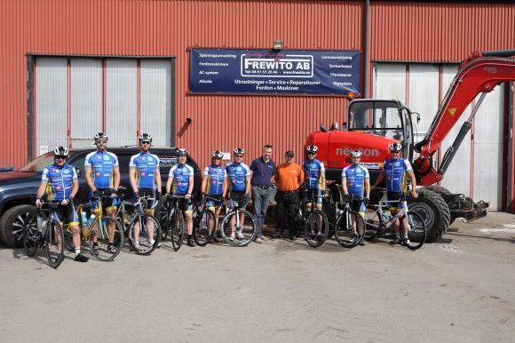 Guld- och Silversponsorerna tillsammans med Team Stockholm. Fredrik från Frewito och Jocke från MOAB.