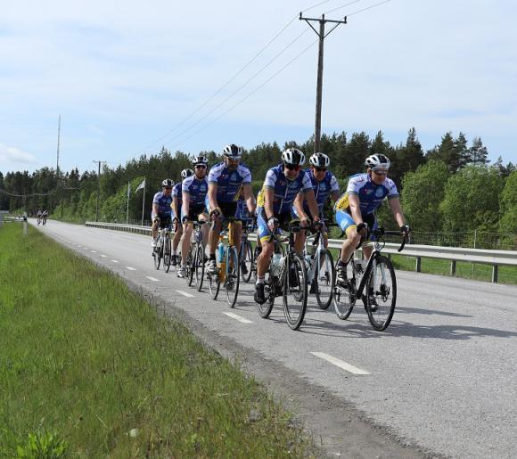 Välgörenhet på två hjul = Ride of Hope. Varje helg träffas Team Stockholm för att träna tillsammans. Nu senast var det Rättarboda i Bro som var startpunkt för helgens långpass. Varje taem-medlem är \