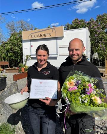 Anna och Henrik Tesch får Damernas Stora Pris 2020 för det fantastiska arbete de gör på Kvarnnibble Gård, Butik och Musteri och för att de därmed i högsta grad bidrar till att levandegöra landsbygden i Upplands-Bro.