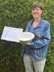 Sofie Hedberg är vinnare i kategorin Damernas Stora Pris. Sofie driver Fias Hälsorum i Bro där hon bland annat erbjuder klassisk massage, lymfmassage samt akupressur.