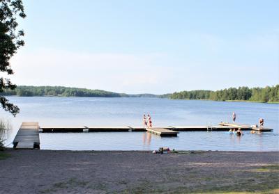 Friluftsgården Hällkana vid Lejondalssjön i Bro.