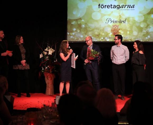 Företagarnas pris Årets Nyetablering gick till Popup Padel i Brunna. Prisutdelare var Malin Bergman Solming, vice ordförande i Företagarna i Upplands-Bro och Håbo, samt Camilla Bring, hotelldirektör på Lejondals slott.