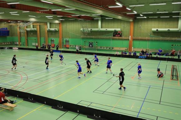 FIFH Malmö i svart och IF Pluss i blått.