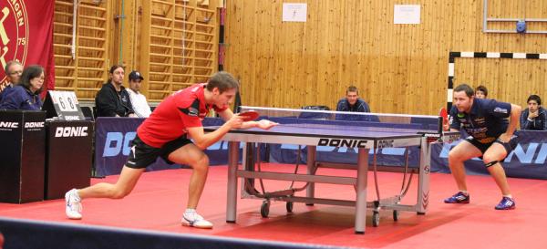 Rödtröjade Daniel Schaffer gav Falkenbergs Robert Eriksson en mycket tuff match.