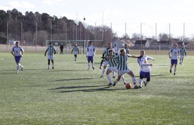 Vit-blå-klädda Bro och Håbro i grönvit-randigt möttes på söndagen i säsongens första Upplands-cupen-derby på Kungsängens IP.