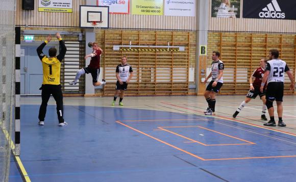 KSKs herrar gick som tåget i sin match mot VästeråsIrsta och med 18 minuter spelade i andra halvlek och 25-18 i målprotokollet så var det nog ingen närvarande som ens kunde ana att det skulle bli ett rafflande drama med oavgjort resultat, 27-27.