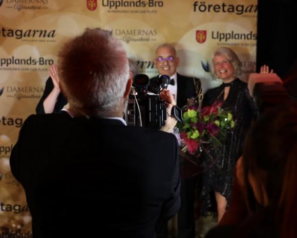 En turkisk reporter var på plats på galan och både filmade och fotade. Flera nationella tidningar och en TV-kanal motsvarande SVT i Turkiet har rapporterat om Faruks pris! Och som krydda på moset: den turkiska Ambassadören bjöd in till audiens på ambassaden!!! Att få Damernas Stora Pris ger uppenbarligen ringar på vattnet!