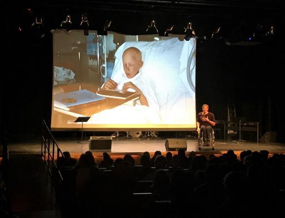 Skolarbete på G. Aron tillbringade mycket tid på sjukhuset när han behandlades för sin cancer och för honom blev skolarbetet en viktig livboj som gav normalitet i ett allt annat än normalt liv.