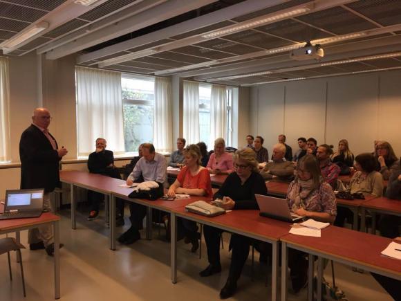 Träff på Södertörns Högskola för hyperlokala medier från hela landet. UBRO var så klart på plats! Långt bak, till höger i bild, skymtar undertecknad. Bland annat fick vi lyssna på Sveriges Pressombudsman Ola Sigvardsson prata om pressetik.