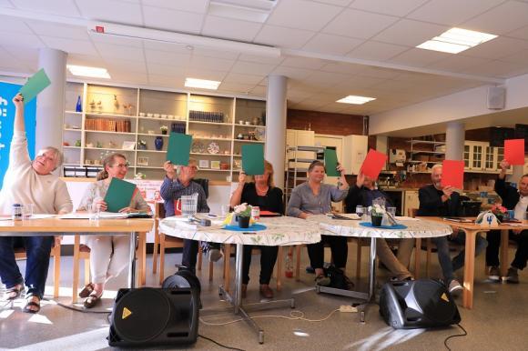 Företagarna Upplands-Bro bjöd in till politikerutfrågning. Här svarar panelen på frågan om skatten på diesel ska vara fortsatt hög.