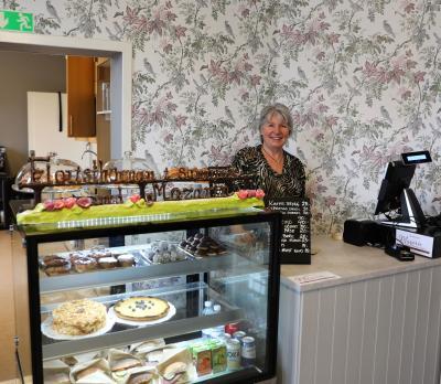 Maria Brofalk förverkligar en mångårig dröm när hon öppnar café och butik i det över hundra år gamla stationshuset i Bro.