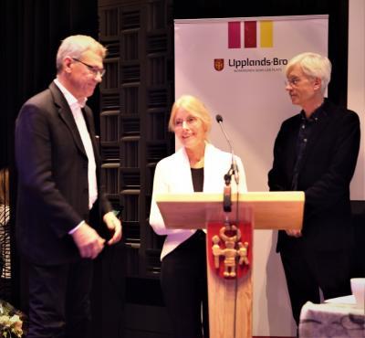 Makarna Rudolf, Johnny och Inger, fick stipendium för sitt ideella initiativ i Håbo-Tibble kyrkby.