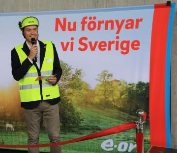 -Vi har lovat våra kunder att all energi som vi producerar och levererar ska vara hundra procent återvunnen eller förnybar senast 2025. Kretsloppsanläggningen vid Högbytorp är därmed en viktig pusselbit för att nå det målet, sägerMarc Hoffmann, VD för E.ON Sverige.