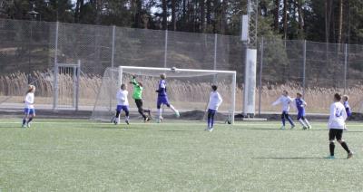 KIFs keeper gjorde en mycket bra match och gjorde ett flertal kvalificerade räddningar.
