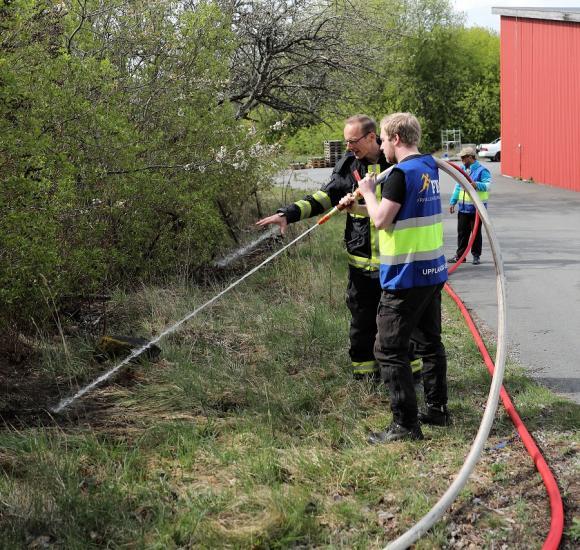 Strålen är mycket stark och slår snabbt sönder underlaget när den riktas mot marken. Inget att vattna blomrabatten med, det är ett som är säkert!