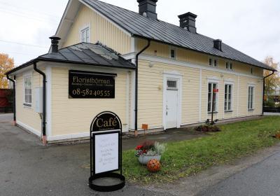 Stationshuset var under nästan 100 år en naturlig träffpunkt för Bro-borna, men har sedan drygt tjugo år varit firmalokal. Nu skrivs ett nytt kapitel i den vackra byggnadens historia.