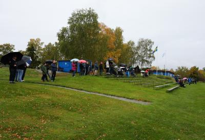 Vädret till trots var det många som kom för att stötta de blå-vita.