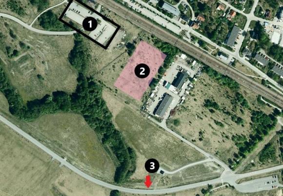 Figur 1: Dagens tillfälliga parkeringsplats. Figur 2: Kommande tillfälliga parkeringsplats. Figur 3: Ungefärlig placering på ny infart till parkeringen.