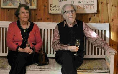 Bild från Börje Sandéns 90-årsfirande på Klint i Bro där han och Gudrun bland annat uppvaktades av Upplands-bro kommun med tillkännagivandet av det nyinstiftade Sandénstipendiet.