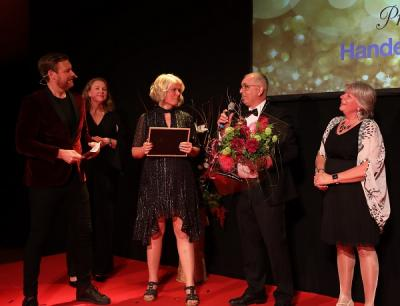 Damernas Stora Pris vanns av Faruk Yildiz, Grillbaren i Bro.Handelsbankens kontorschef Karin Åkerblom Lingois delade priset tillsammans med Damernas Affärsnätverks styrelseledamot Karin Sidén samt ordförande Maria Brofalk.