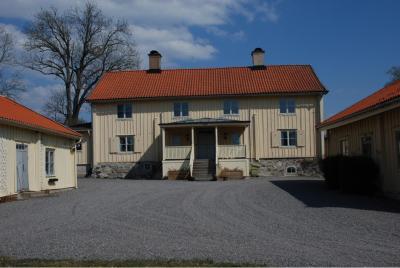 På Lövsta spelades TV-serien Tre kärlekar med bland andra Samuel Fröler, Jessica Zandén, Ingvar Hirdwall samt Mona Malm in i slutet av 80-talet.