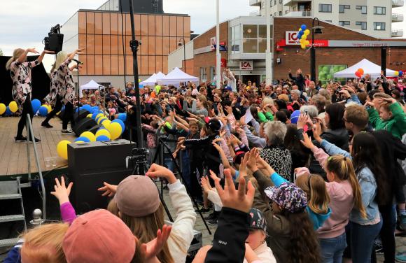Arkivbild: Kungsfesten 2017. Ace Wilder fyllde torget i Kungsängen!